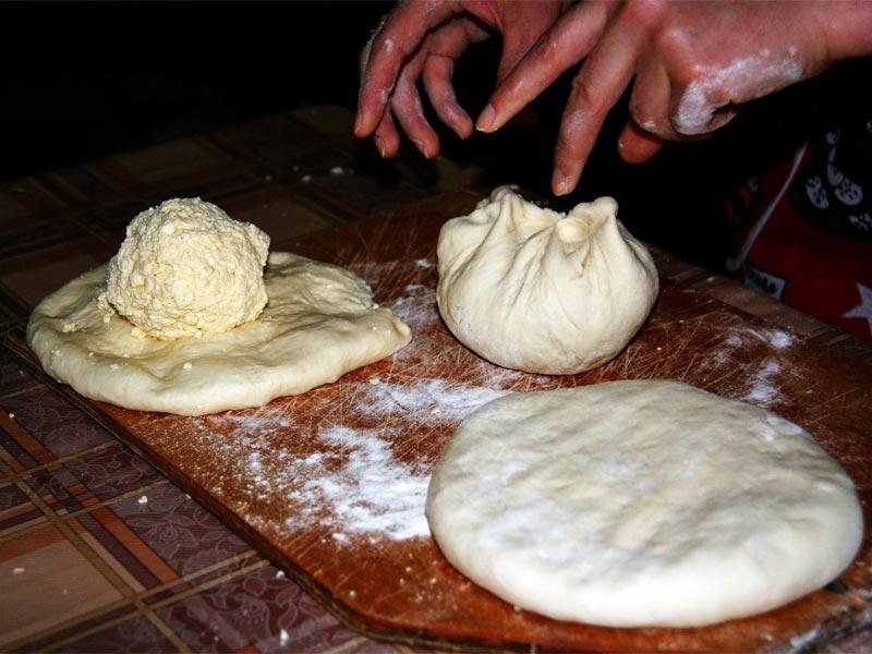 Заворачиваем сыр в тесто
