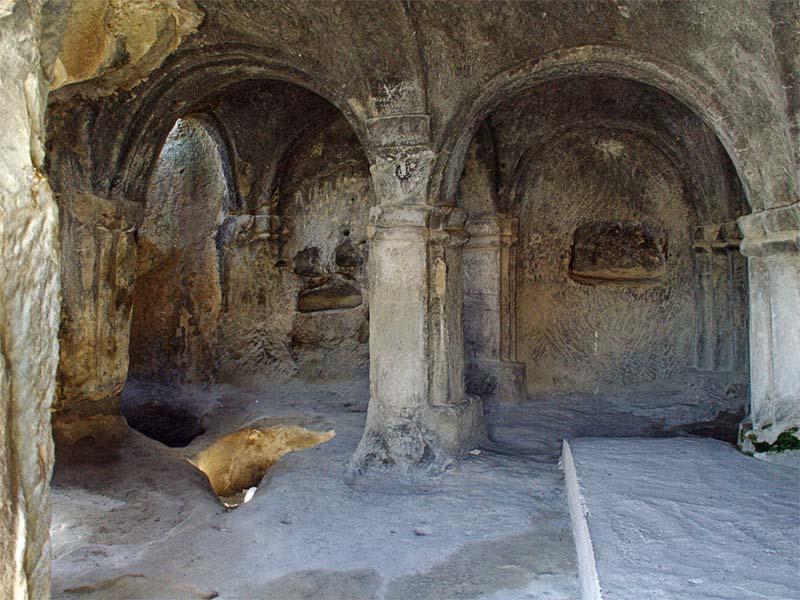 Убранство пещерного храма