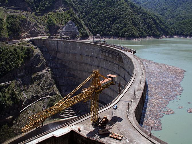 Плотина по дороге в Сванетию