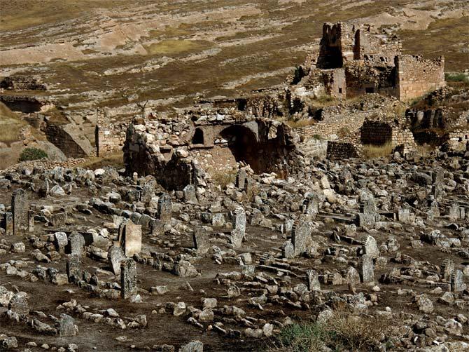 Кладбище в Хасанкейфе