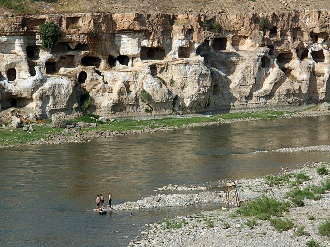 Пещеры над Тигром