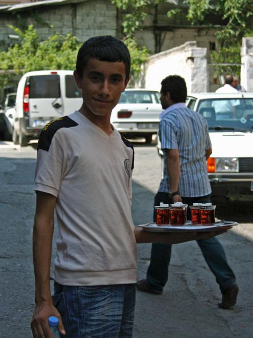 Мальчик с чаем