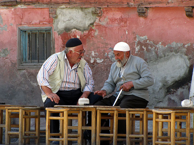 Старички в чайной