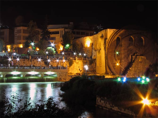 Центр Хамы ночью