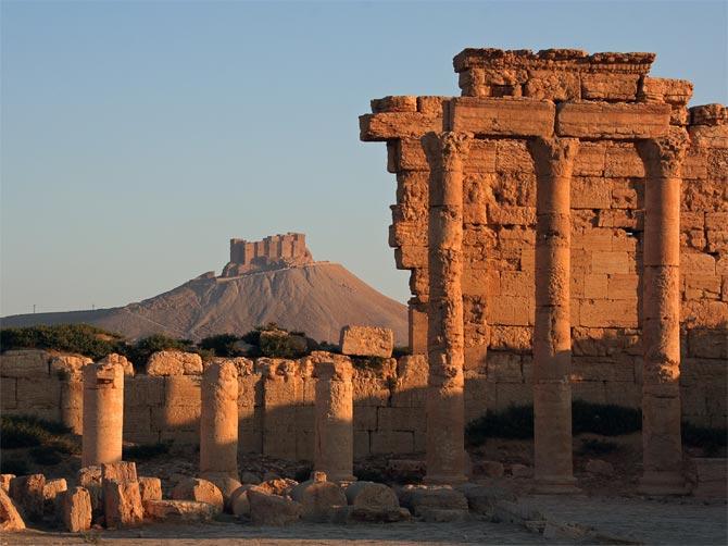Вид на арабский замок из Пальмиры