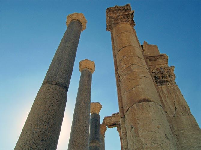 Гранитные колонны