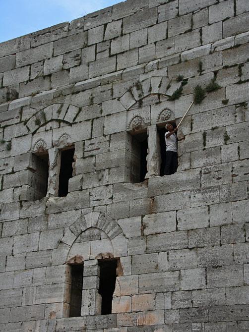 Окна одной из башен замка Крак де Шевалье