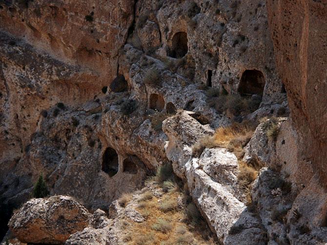 Пещерный город в Маалюле, Сирия
