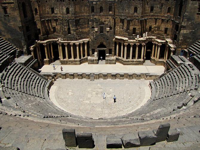 Вид амфитеатра в Босре, Сирия