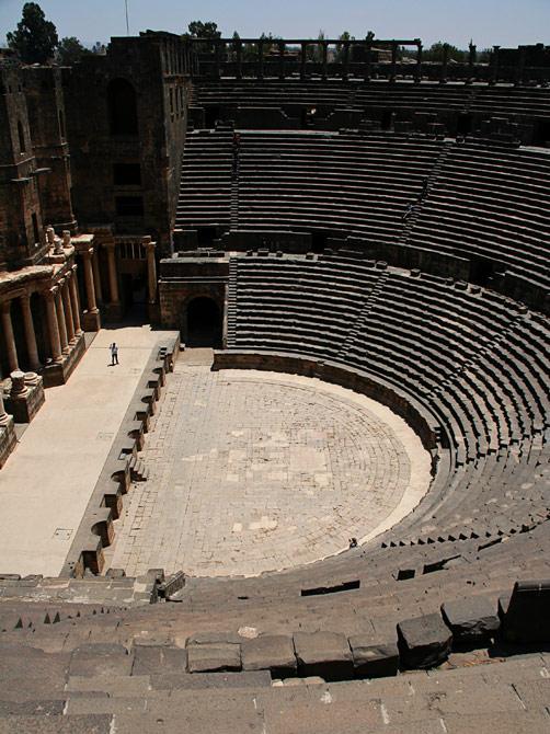 Вид античного амфитеатра в Босре, Сирия