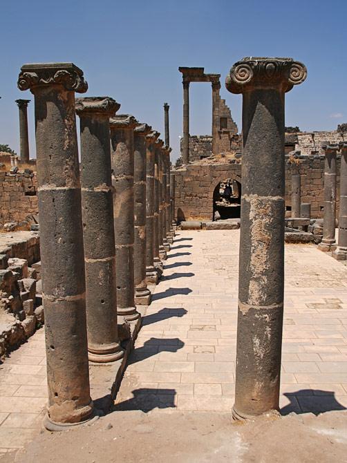 Колоннада в Босре, Сирия