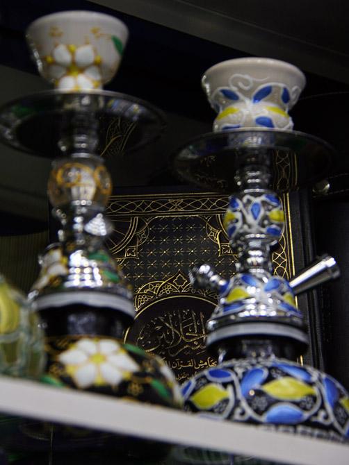 Коран в магазине кальянов
