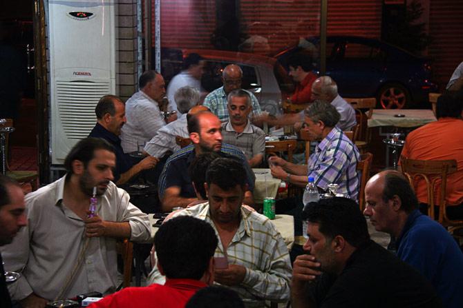 Сирийцы в кальянной