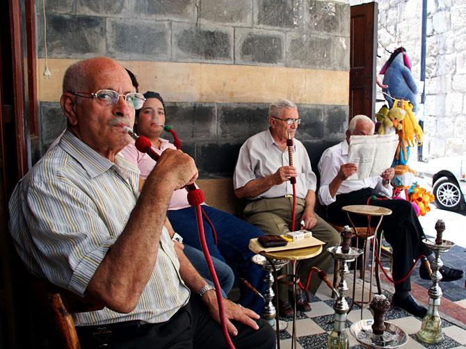 Сирийцы с кальянами