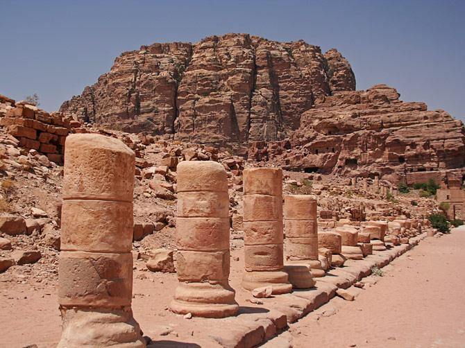 Останки колоннады, Петра, Иордания
