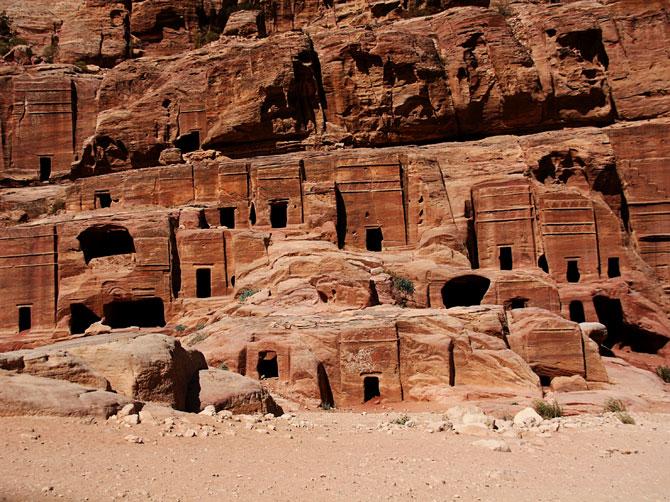 Погребальные пещеры, Петра