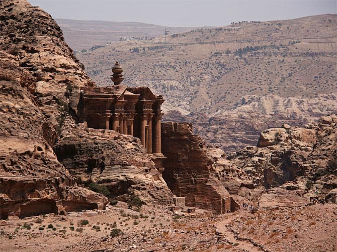Вид на монастырь в Петре, Иордания