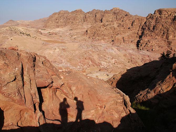 Тени и скалы, Петра