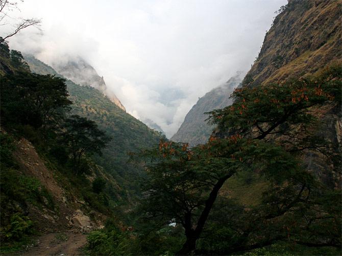 Облака в Гималаях