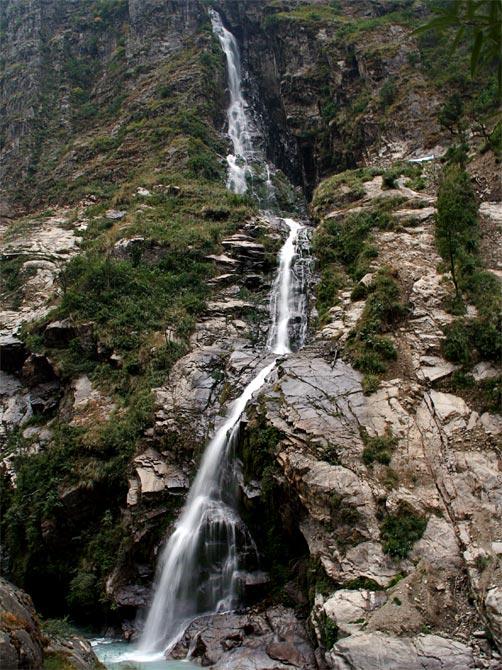 Длинный водопад