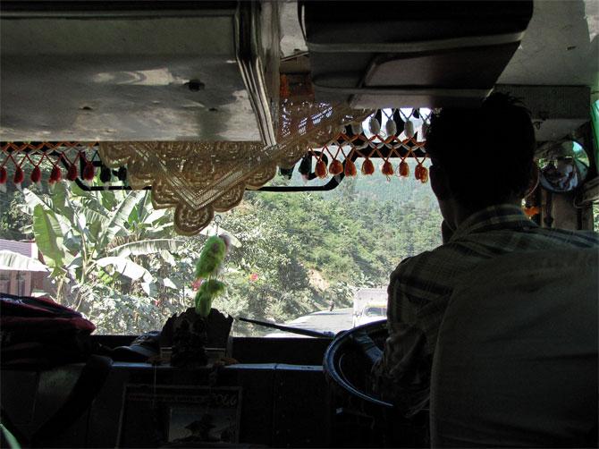 Кабина непальского автобуса