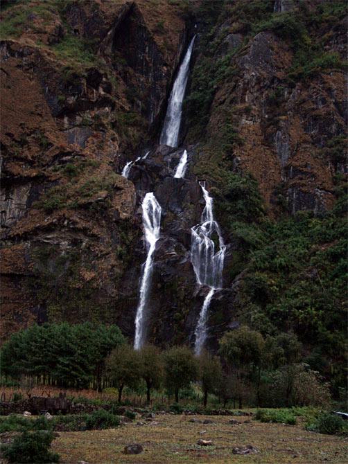 Водопад в Тале