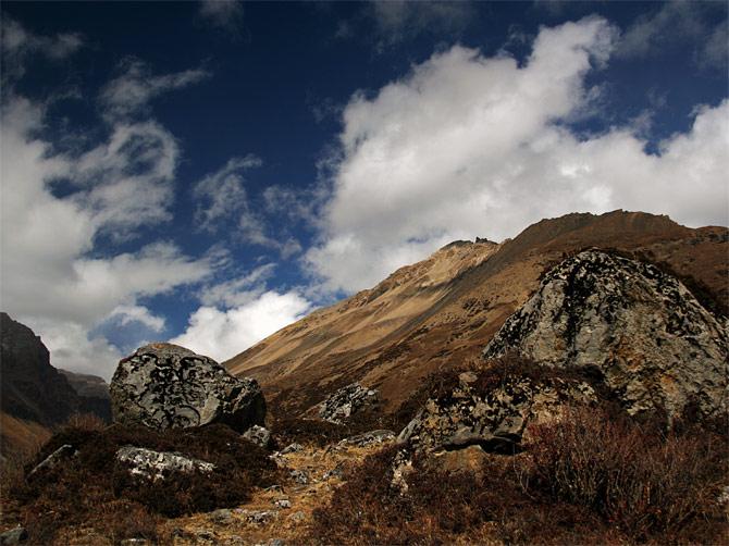Облака и камни