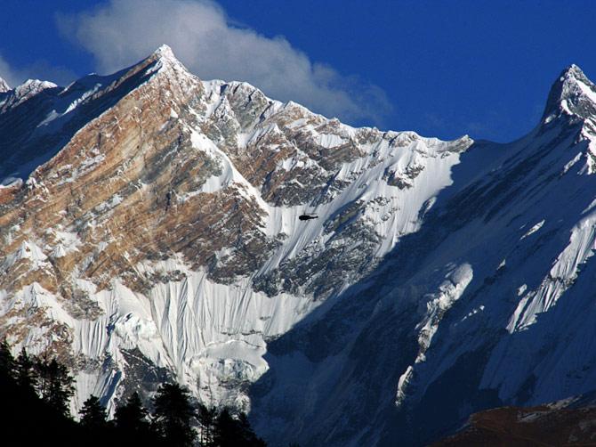 Вертолет в Гималаях