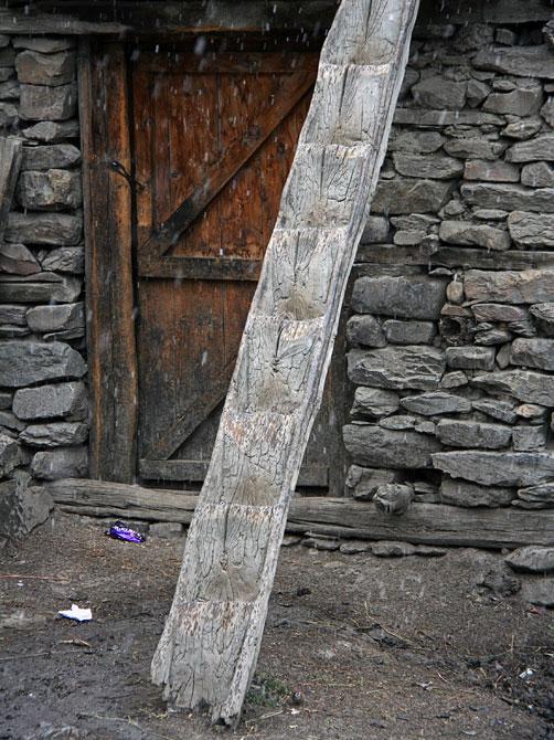 Древняя лестница, Непал