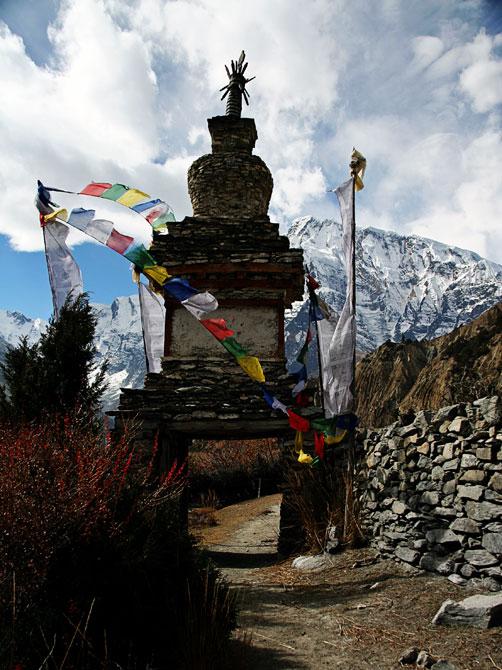 Ступа в Джулу - трек вокруг Аннапурны, Непал, Гималаи