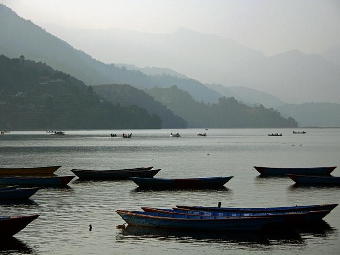 Вид на озеро Фева, Покхара, Непал