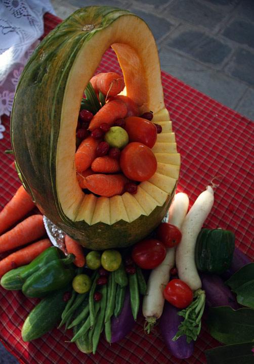 Композиция из овощей, уличный фестиваль в Покхаре, Непал