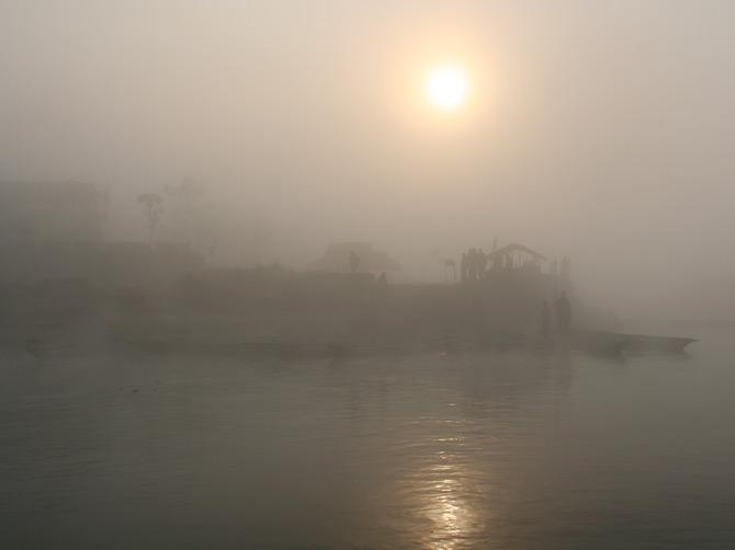 Река в тумане, заповедник Читван, Непал