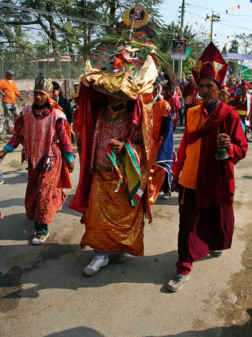 """Тибетские буддисты, фестиваль """"Слоновьи бега"""", Читван, Непал"""