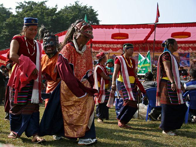 """Буддисты, фестиваль """"Слоновьи бега"""", Читван, Непал"""