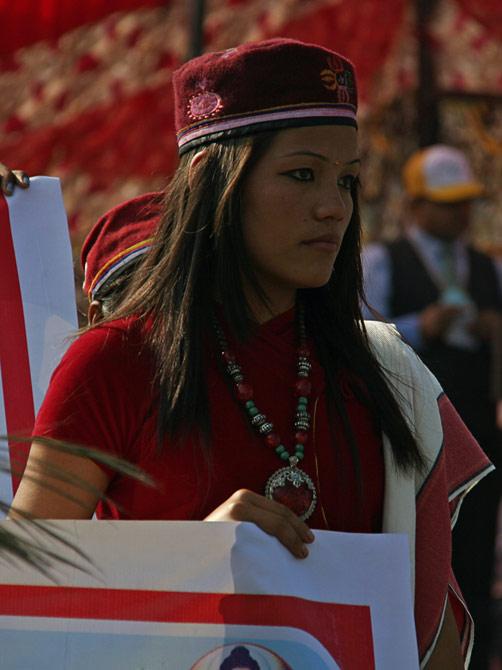 """Непальская девушка, фестиваль """"Слоновьи бега"""", Читван, Непал"""