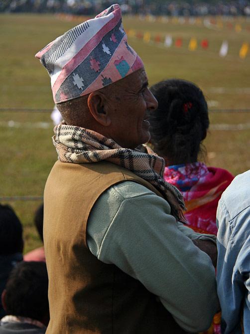 """Непалец в традиционной пилотке, фестиваль """"Слоновьи бега"""", Читван, Непал"""