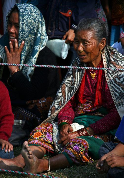 """Непальская старушка, фестиваль """"Слоновьи бега"""", Читван, Непал"""