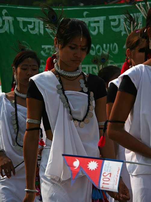 """Печальная непальская девушка, фестиваль """"Слоновьи бега"""", Читван, Непал"""