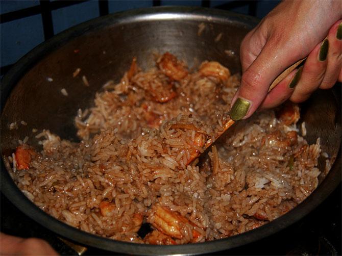 Рецепт жареного риса по-тайски - финальный этап