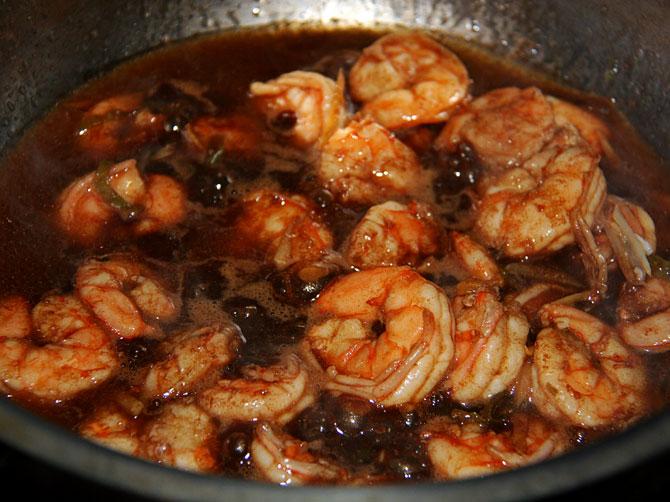 Рецепт жареного риса по-тайски - креветки в соусе