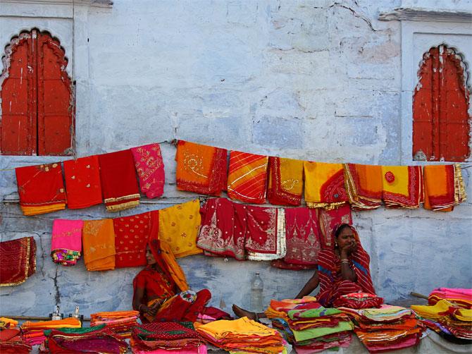 Продавщицы сари