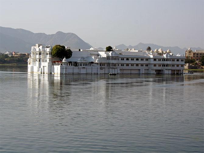 Дворец на озере в Удайпуре