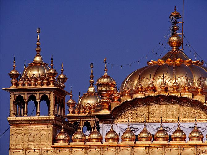 Золотой храм в Амритсаре крупным планом