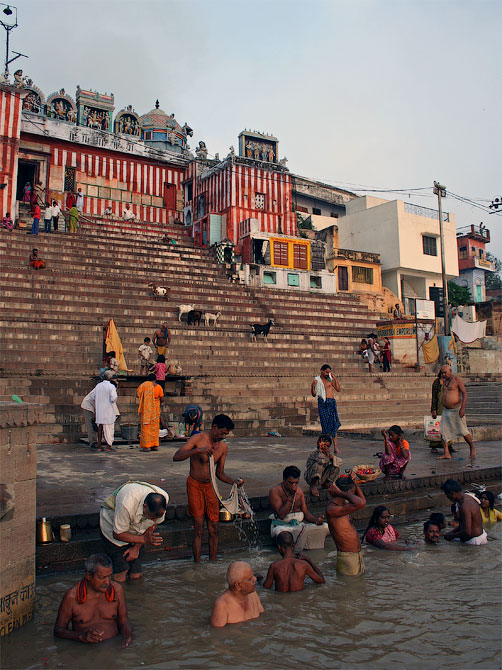 Утреннее омовение в Ганге, Варанаси, Индия