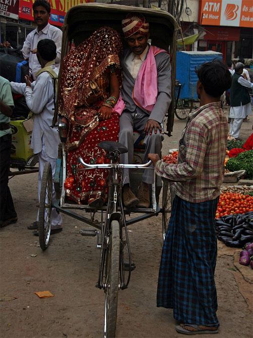 Жених и невеста в Варанаси, Индия
