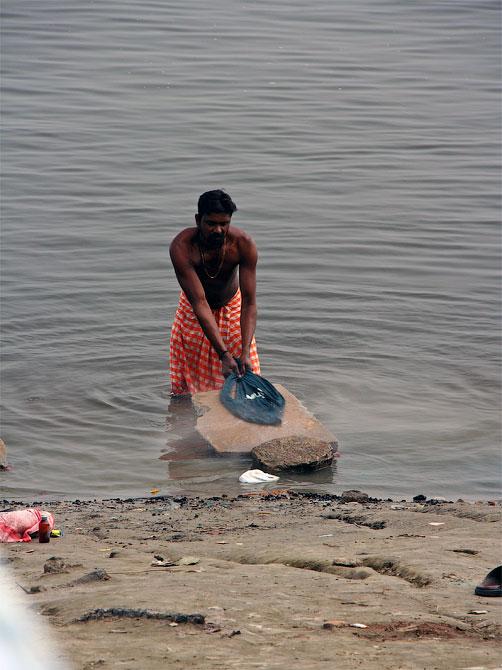 """""""Стиральный камень"""" в Варанаси, Индия"""