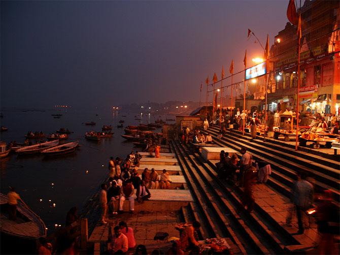 Дашашвамедх-гат вечером, Варанаси, Индия