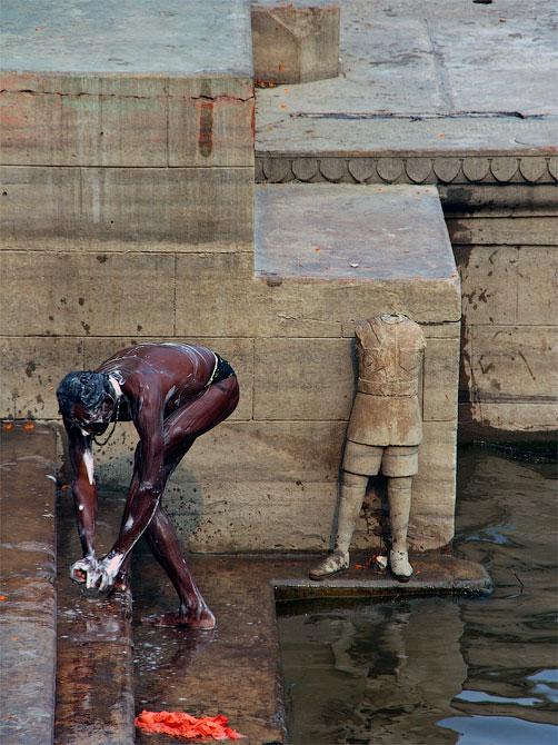 Омовение на гатах, Варанаси, Индия