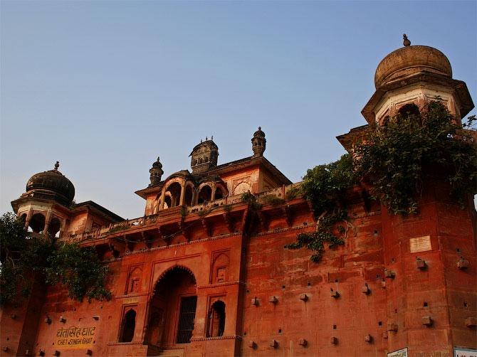 Дворец на берегу Ганги, Варанаси, Индия